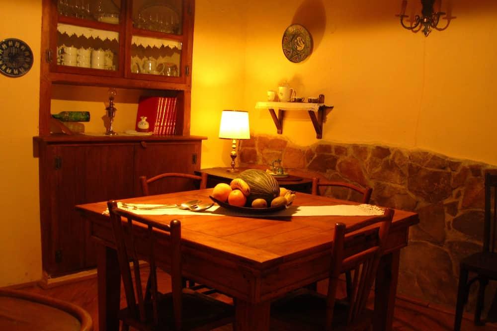 Kamar Double (El Bosque) - Tempat Makan Di Kamar
