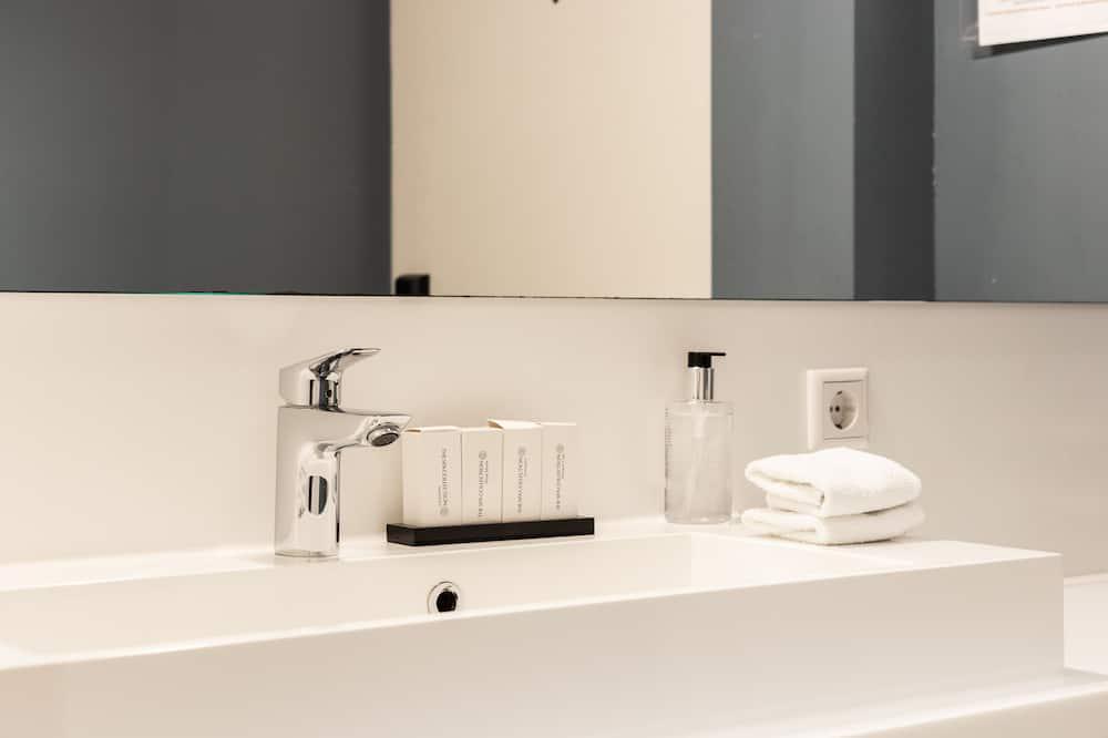 Standard Room (Souterrain) - Bathroom