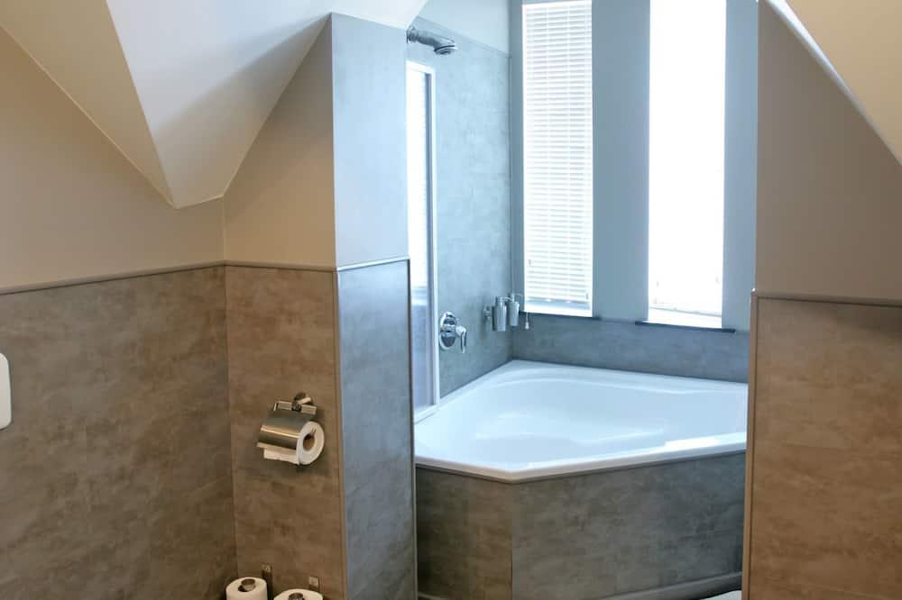 Luxury Apartment, Kitchenette - Bathroom