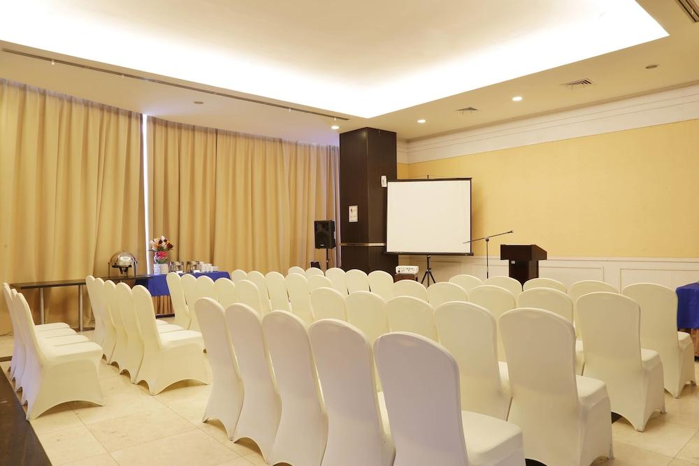 Aston jayapura hotel and convention centre jayapura 2018 updated aston jayapura hotel and convention centre jayapura meeting facility junglespirit Gallery