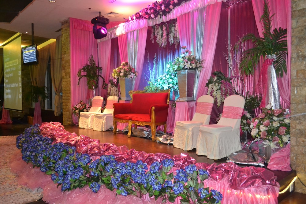 Book aston jayapura hotel and convention centre in jayapura hotels junglespirit Gallery
