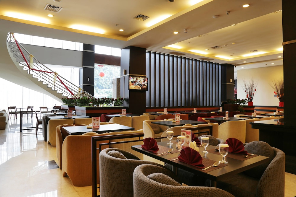 Book aston jayapura hotel and convention centre in jayapura hotels aston jayapura hotel and convention centre jayapura junglespirit Gallery
