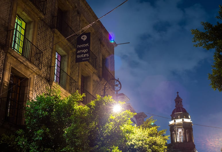 Hostal Amigo Suites Downtown, Mexiko-Stadt, Hotelfassade am Abend/bei Nacht