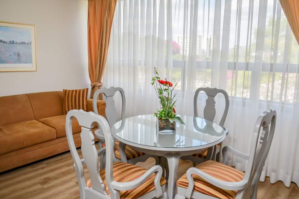 Junior Suite, 2 Single Beds - City View