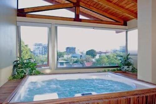 蒙塔納斯阿祖勒斯公寓飯店/