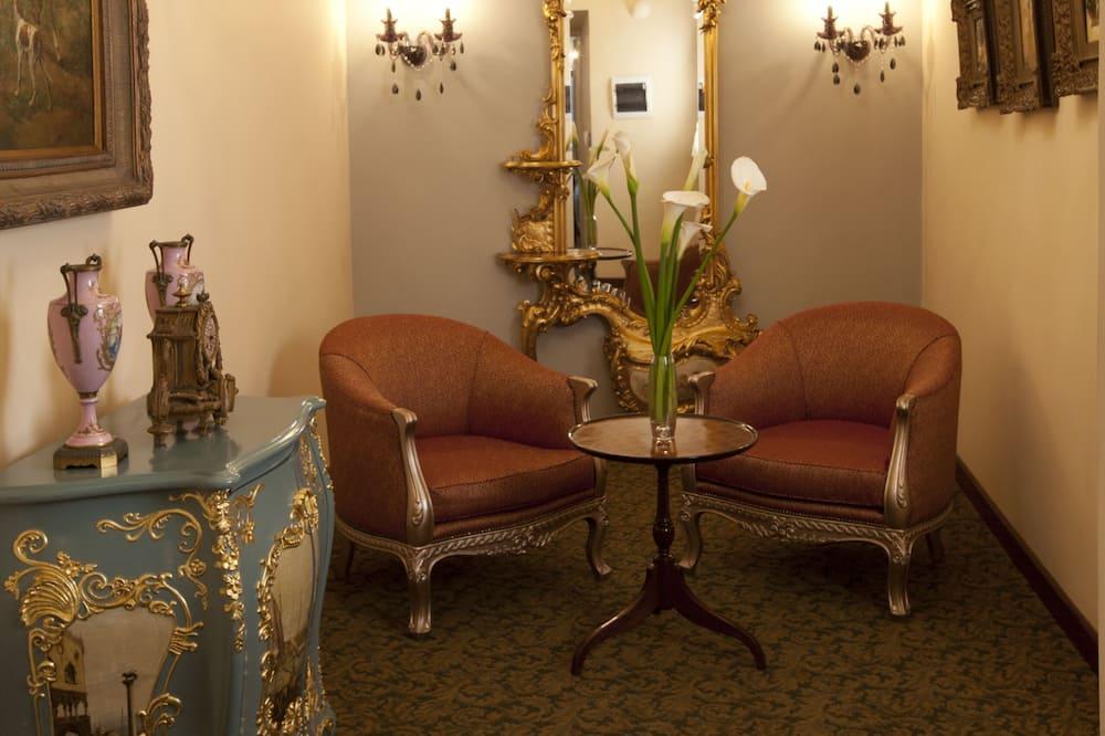 Suite, 2 Queen Beds (Oxygen) - Living Room