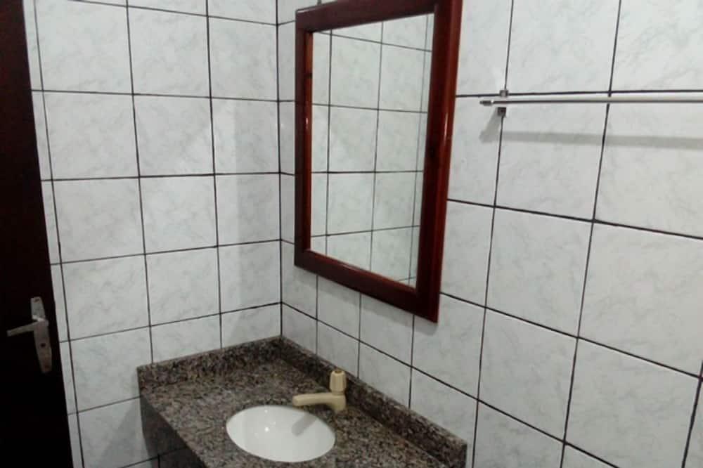 Deluxe Tek Büyük Yataklı Oda - Banyo Lavabosu