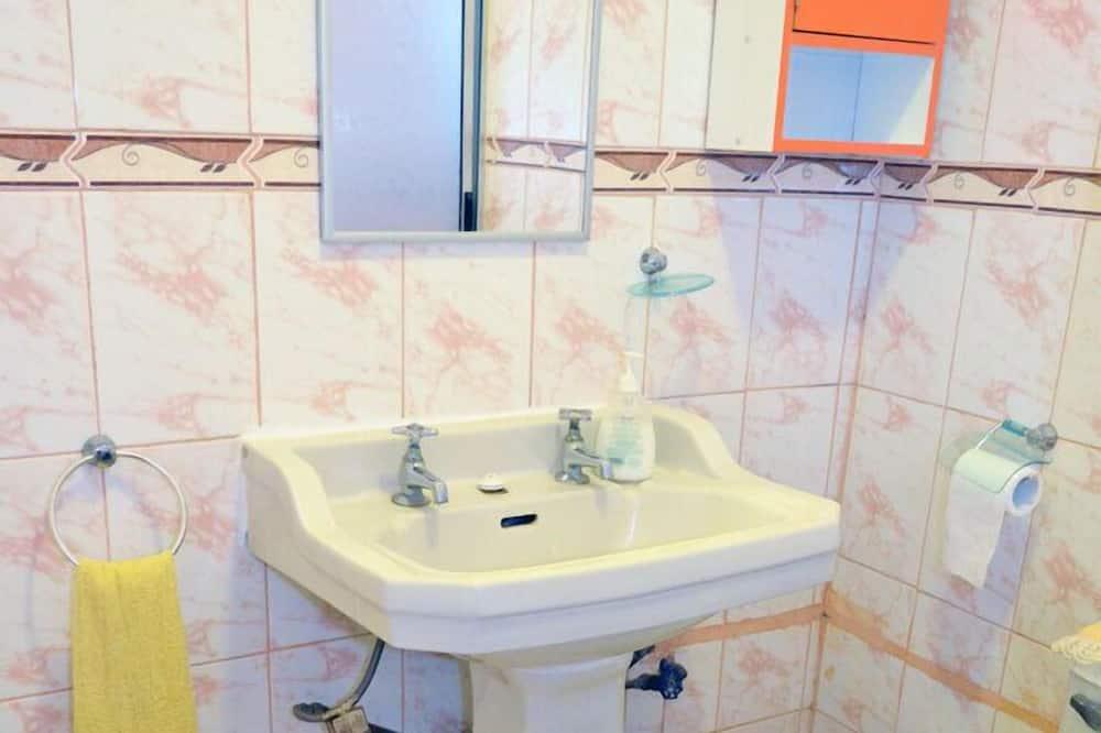 Standard-dobbeltværelse - 1 kingsize-seng - fælles badeværelse - Badeværelse