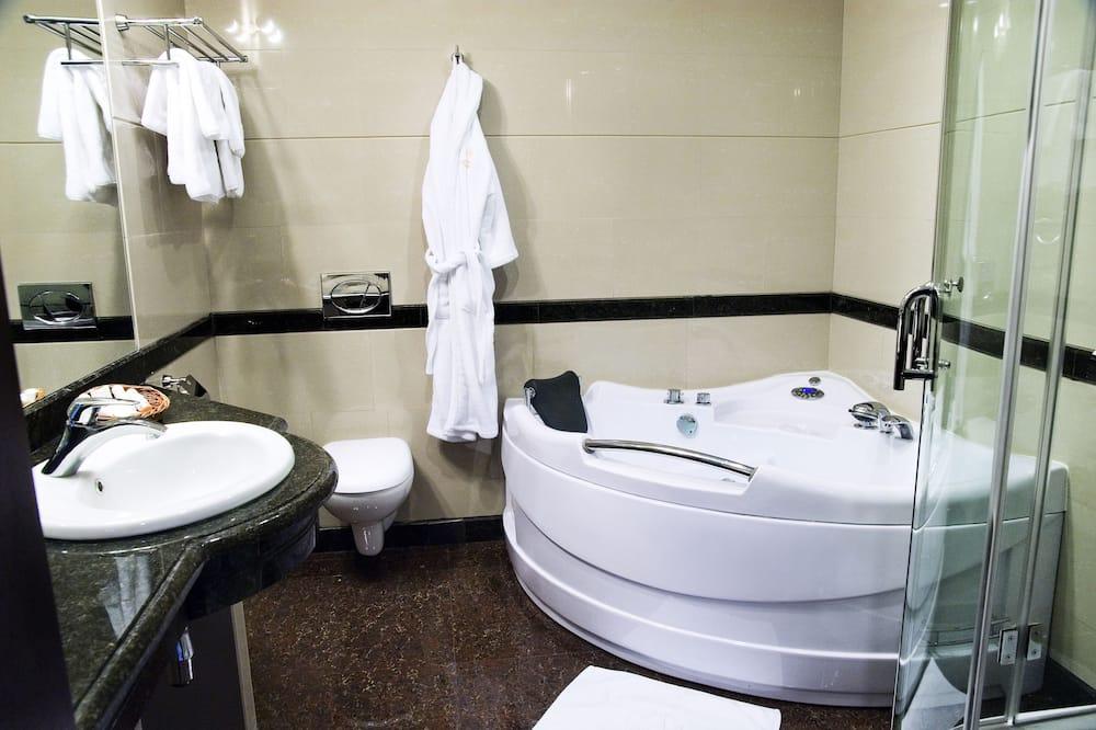 ห้องลักซ์ชัวรี่สวีท, อ่างอาบน้ำ - ห้องน้ำ