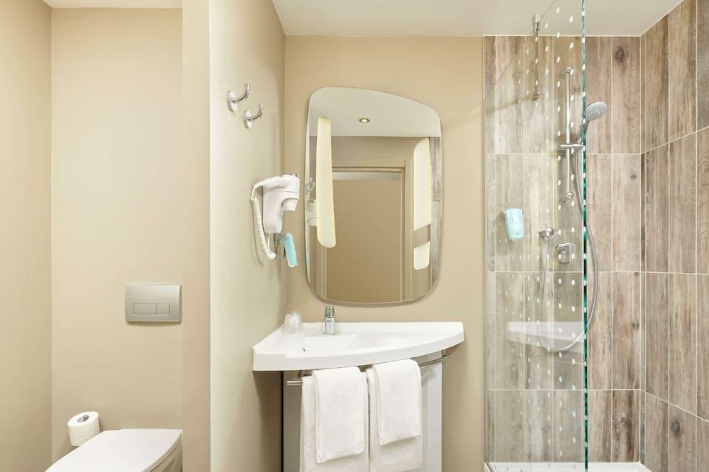 Phòng Deluxe, 1 giường đôi (Standard) - Phòng tắm