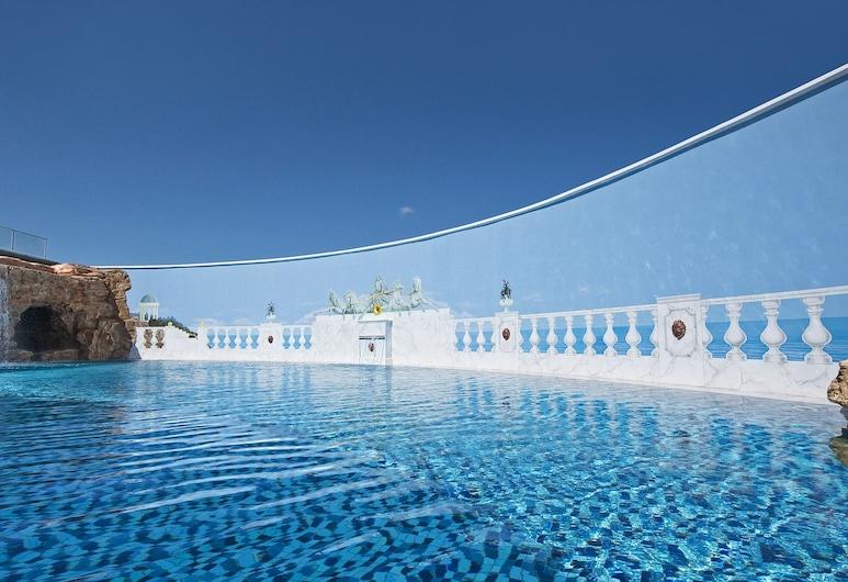 La Marquise Luxury Resort Complex, Rodosz, Medence