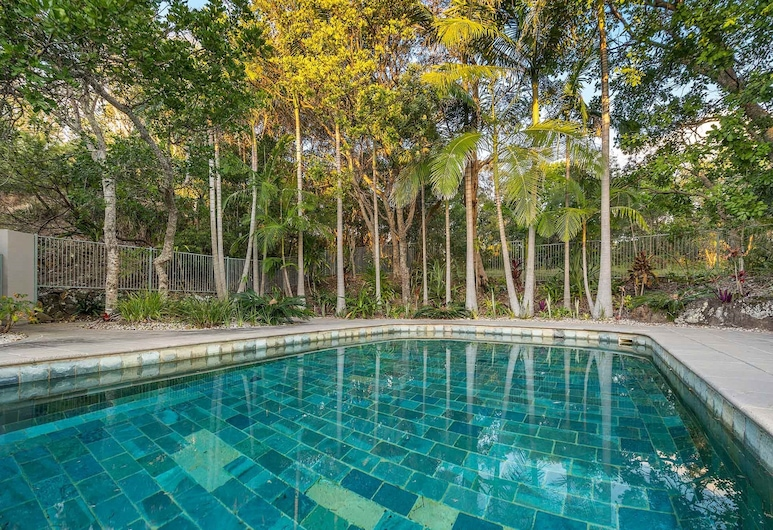 11 James Cook Apartment Holiday Rental, Byron Bay, Outdoor Pool