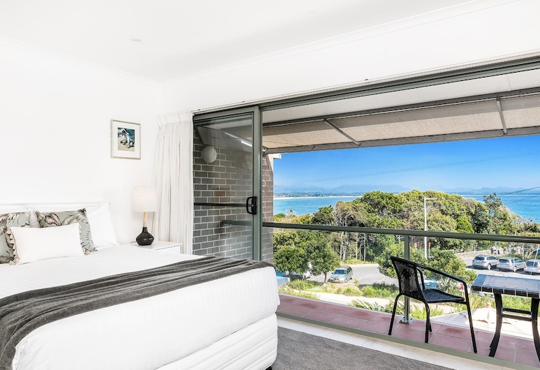 11 James Cook Apartment Holiday Rental, Byron Bay