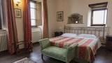 Choose this Country House in Assisi - Online Room Reservations
