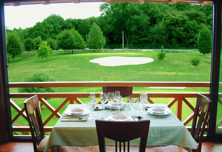 Aldama Golf, Llanes, Outdoor Dining