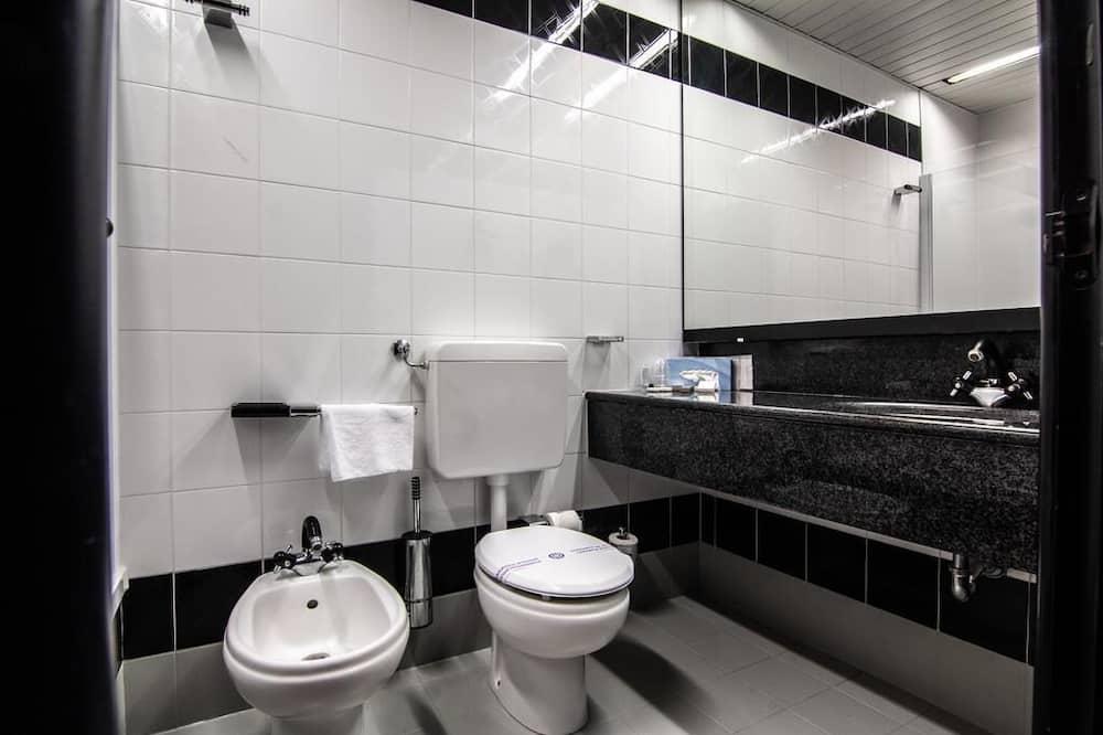 Standardværelse til 3 personer - søudsigt - Badeværelse