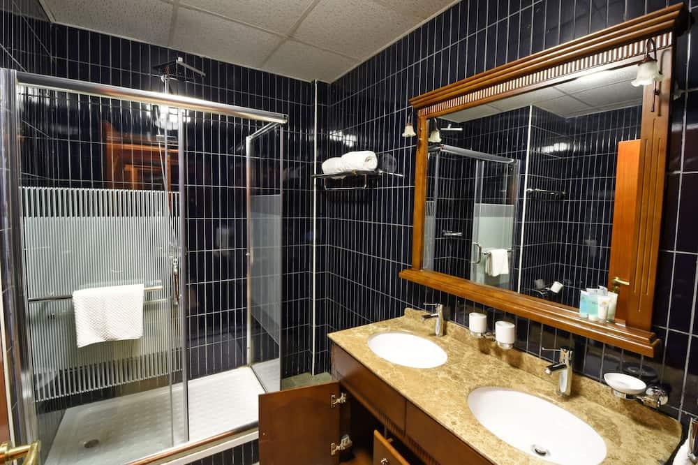 Executive suite, uitzicht op tuin - Badkamer