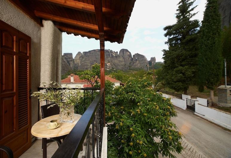 San Giorgio Villa, Καλαμπάκα, Family Room with Meteora View, Αίθριο/βεράντα