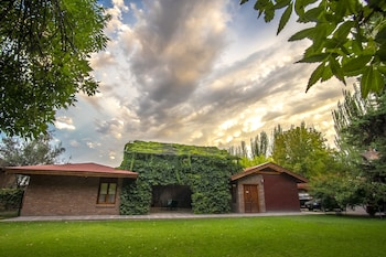 Enter your dates to get the best Mendoza hotel deal
