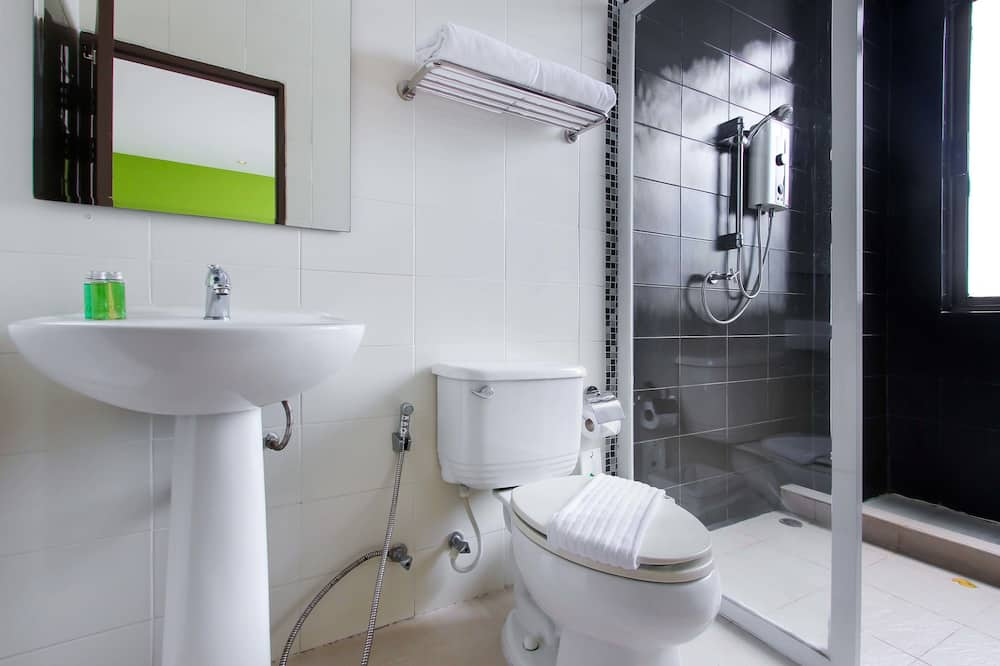 Deluxe Room for 3 Persons - Bathroom