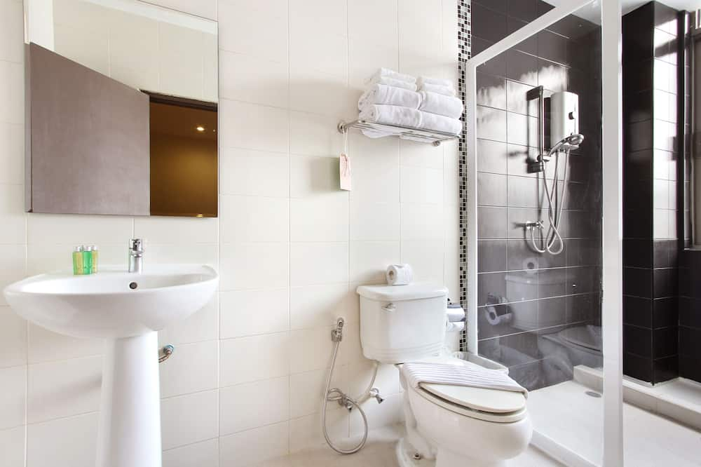 Deluxe Room for 4 Persons - Bathroom