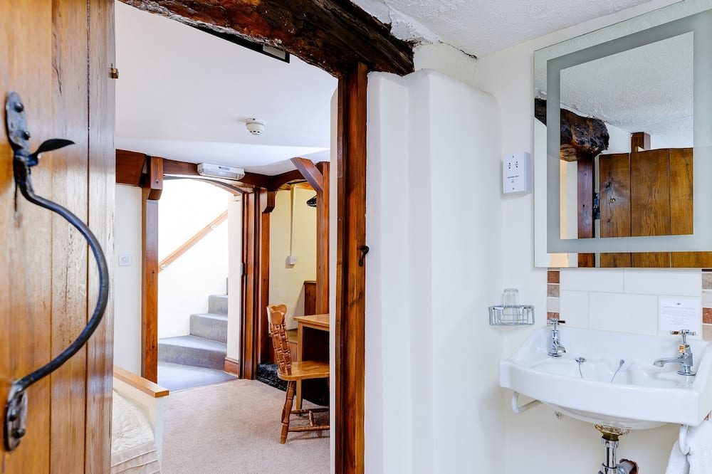 Superior Double Room (Cellar) - Bathroom