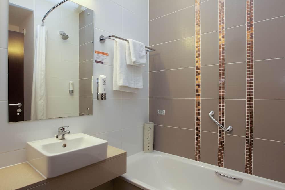 Standard Double Double - Bathroom