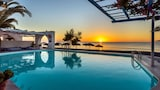 Choose This 1 Star Hotel In Santorini
