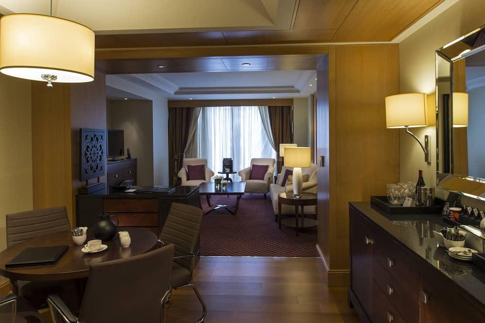 Executive-Suite, 1King-Bett, Stadtblick - Wohnbereich