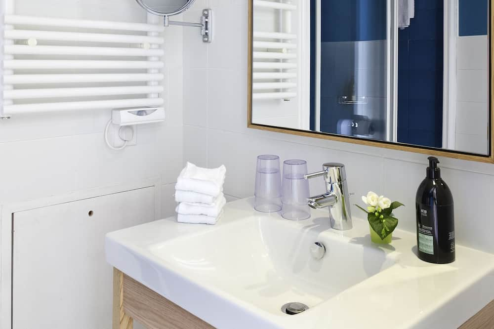 Studio, 1 Double Bed - Bathroom
