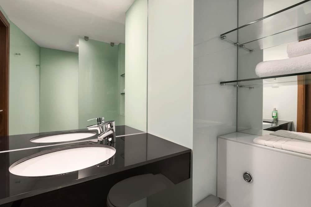 Rodinná izba, 1 dvojlôžko s rozkladacou sedačkou (with sofa bed) - Kúpeľňa