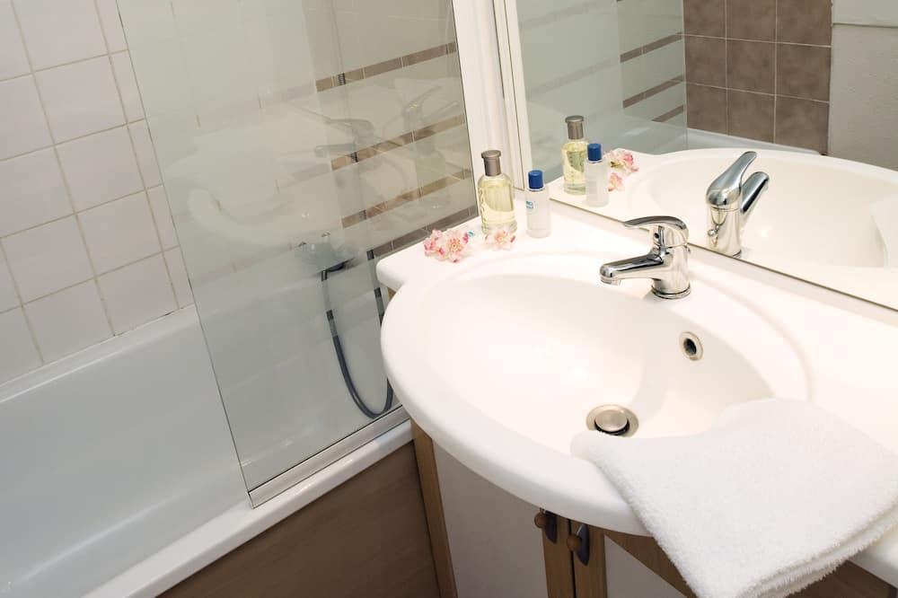 Trivietis kambarys (with Spa Access) - Vonios kambarys
