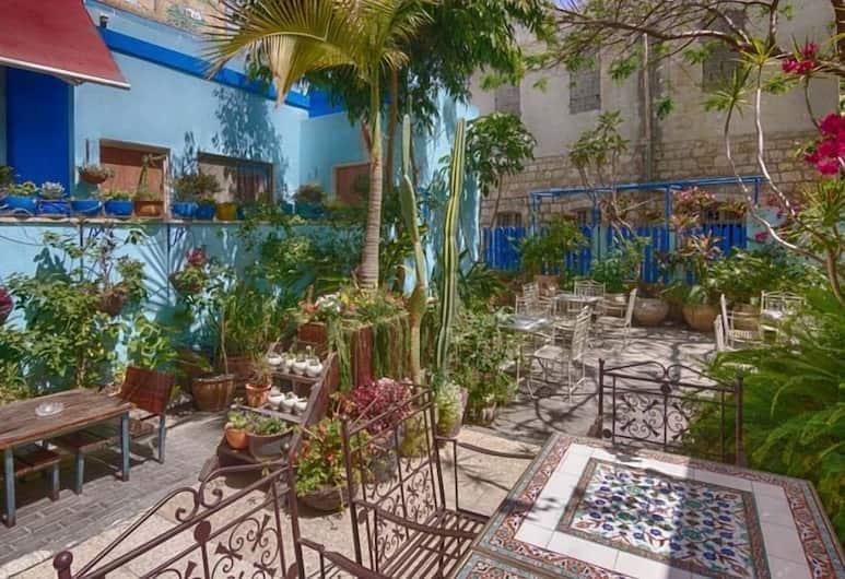 Port Inn - Hostel, Haifa, Courtyard