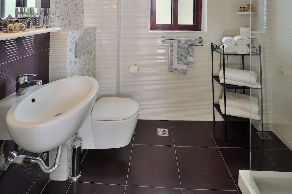 Standard Quadruple Room, Balcony - Bilik mandi