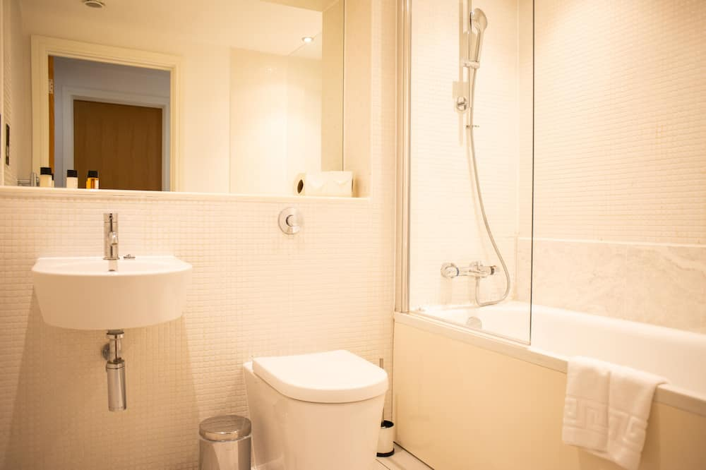 Signature Apartment, 1 Bedroom, Balcony, City View - Bathroom