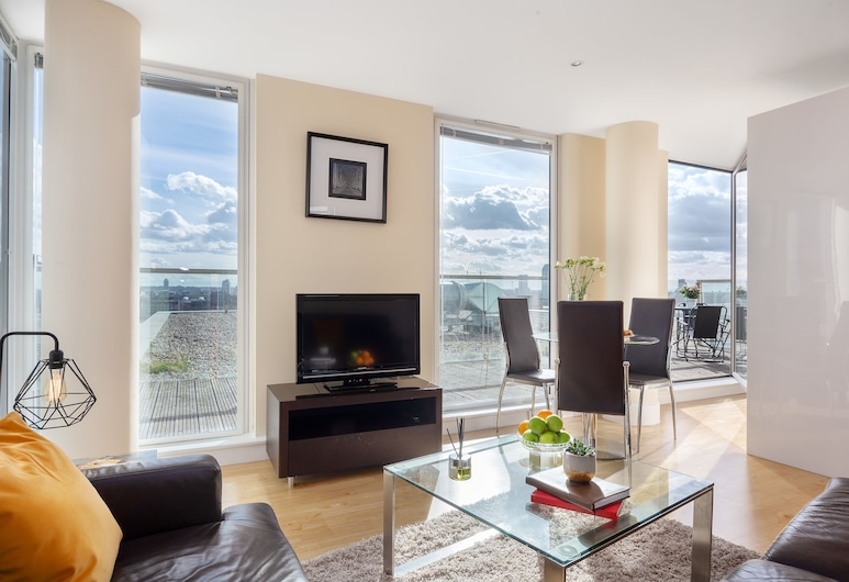 Lanterns Court Serviced Apartments by TheSqua.re, London, Standard Apartment, 1 Bedroom, City View, Living Area