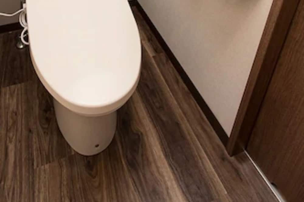 Queen Room, Non Smoking without Cleaning Service - Bathroom