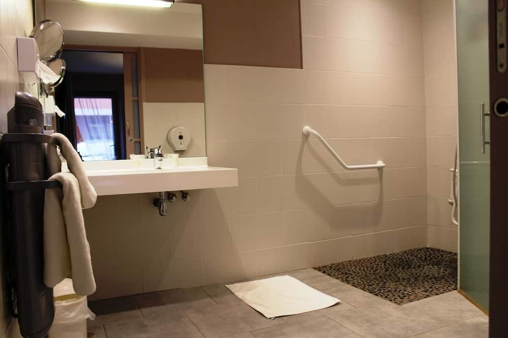 Double Room - Badkamer
