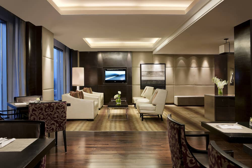 Luxury Suite, 1 King Bed, Non Smoking - Executive Lounge
