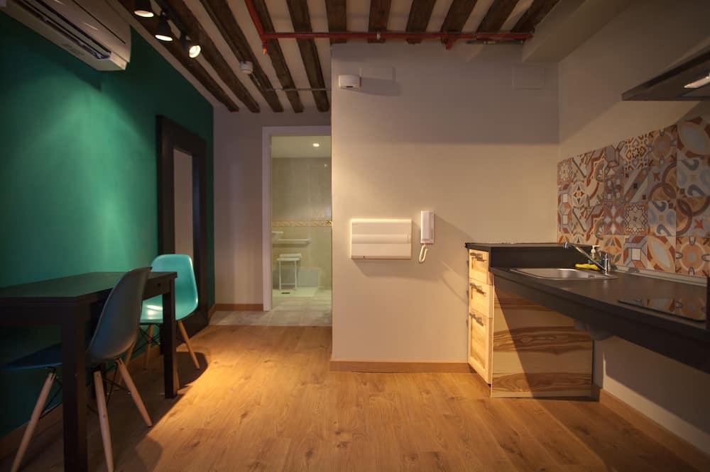 شقة (Interior 4 Guests) - الغرفة