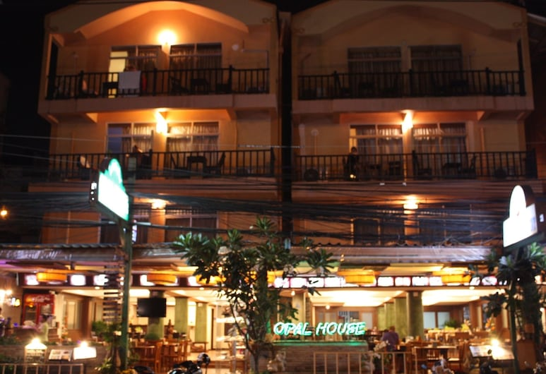 Opal House Hotel & Restaurant, Pattaya, Hotel Front – Evening/Night