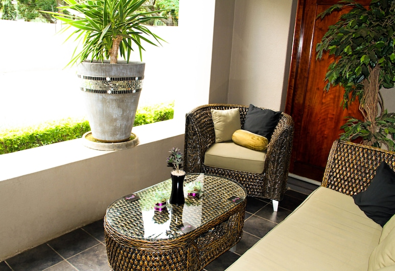 About Guest Lodge, Pretoria, Lobby Sitting Area