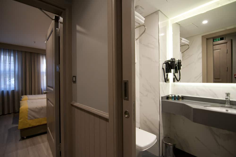 Annex Junior Family Suite, 2 Bedroom - Banyo