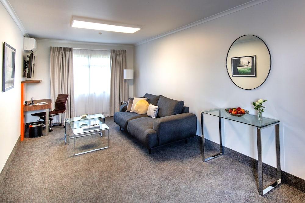 Büyük Yataklı Tek Kişilik Oda - Oturma Odası