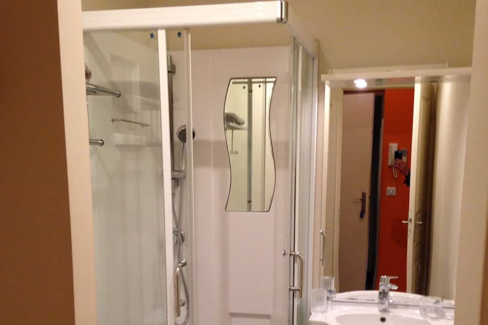 Studio (Mezzanine) - Bathroom