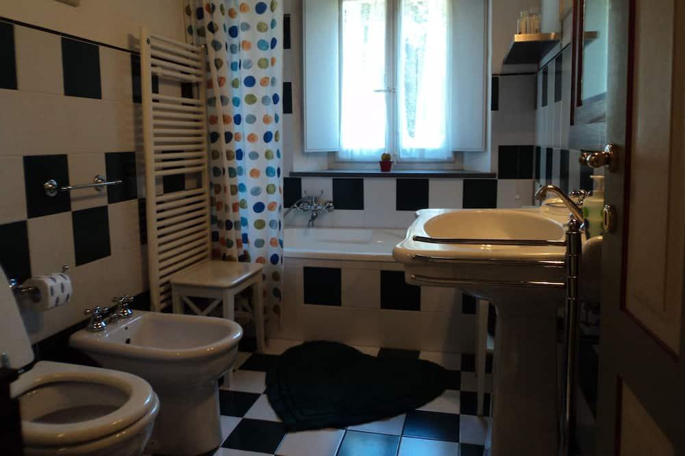 Habitación estándar, habitaciones comunicadas - Baño