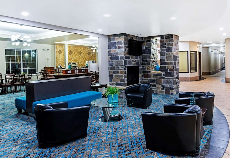 La Quinta Inn & Suites by Wyndham Denver Gateway Park, Denver, Lobby