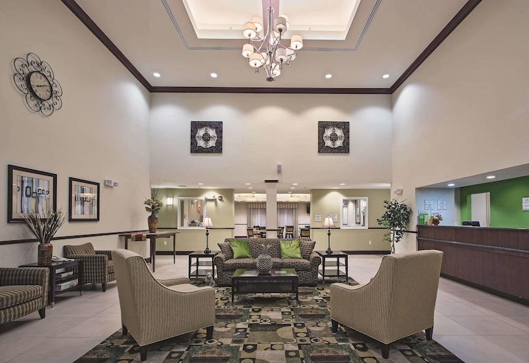 La Quinta Inn & Suites by Wyndham Lancaster, Ronks, Lobby
