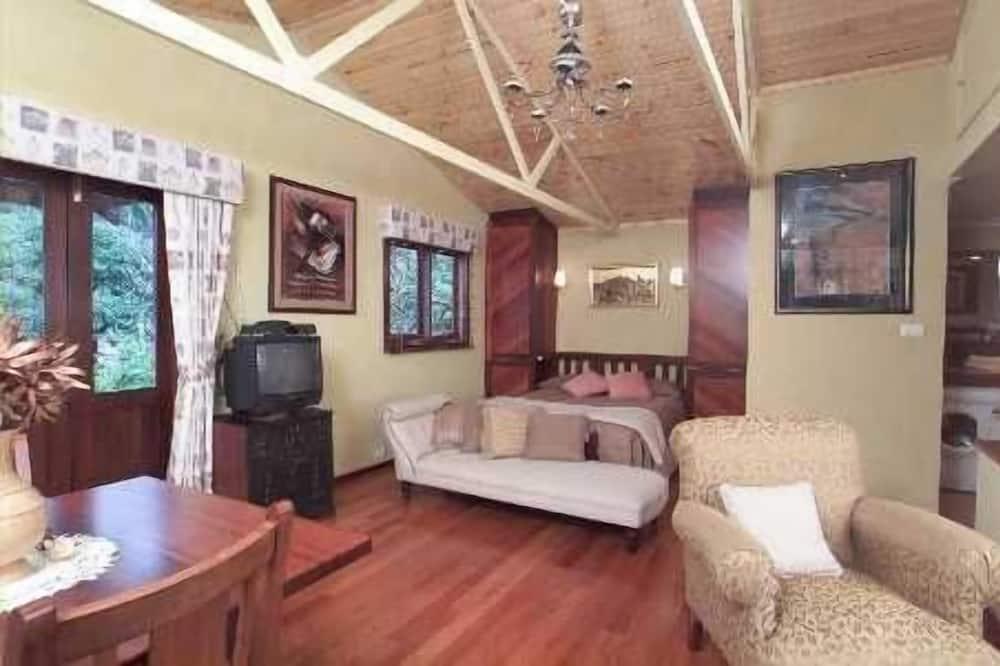 Cooks Retreat with Spa Bath - Living Room