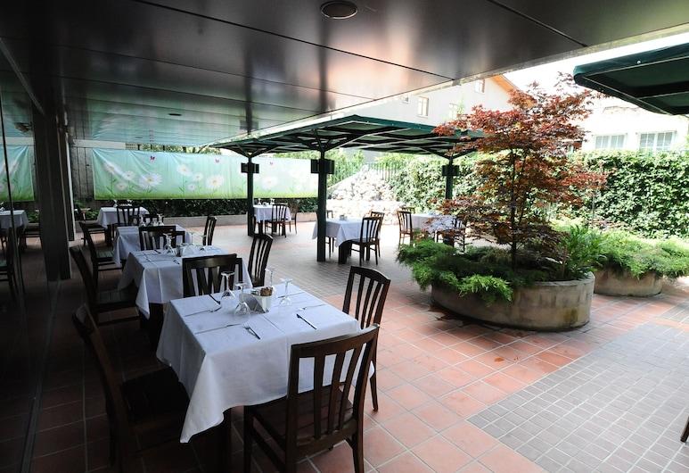 翁圖爾布提克飯店, 安卡拉, 室外用餐